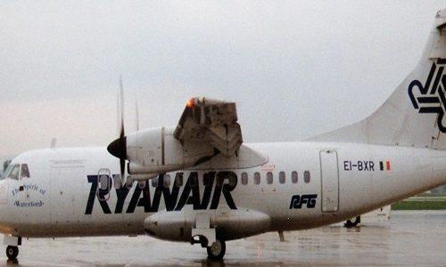 Aereo Ryanair colpito da un fulmine a Bergamo Orio al Serio